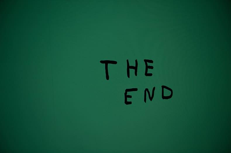 """""""The end"""" escrito a mano. Es todo lo que necesitan algunos libros."""