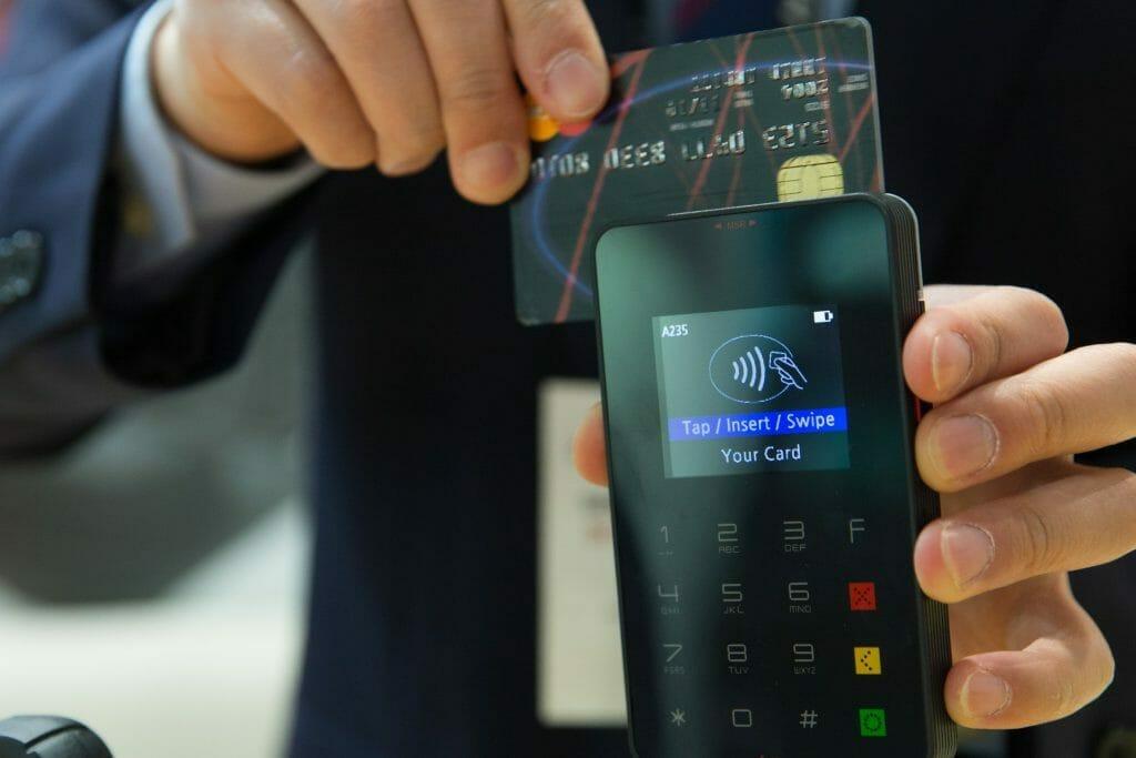 Cada vez que usas tu tarjeta de crédito estás creando dinero.