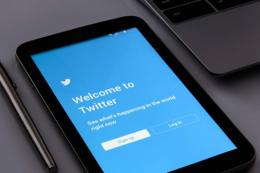 Lo mejor y lo peor de Twitter es que sirve para muchas cosas.
